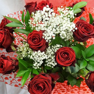 Handtied Bouquet of our 12 Best Red Roses in a Vase